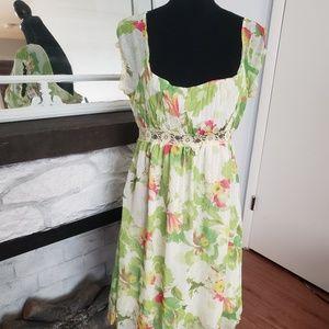Stunning cream floral vintage style dress. Size M
